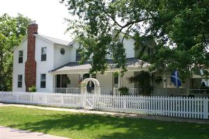FINLAY HOUSE a Bed and Breakfast in Niagara-on-the-Lake.  Finlay House, a charming B&B celebrating theatre and wine, come and visit for a while!